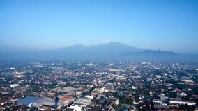 Klothok berg i Kediri Indonesien fotografering för bildbyråer