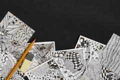 Klotter zentovaillustration Zenkonst, klottermodeller för nybörjarna Skissa illustrationer, en blyertspenna och radergummit på mö Fotografering för Bildbyråer