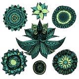 Klottrar den openwork mandalaen för vektorillustrationzentangle uppsättningen i blåa och gröna färger med blommor som isoleras på vektor illustrationer