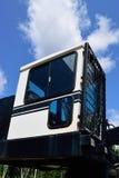 Klotz-Lader und Slasher-Fahrerhaus mit blauem Himmel Lizenzfreies Stockbild