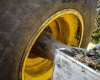 Klotz-Winden-Reifen und Achse Lizenzfreie Stockfotos