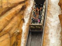 Klotzwasserrutsche des steilen Abhangs Stockbild