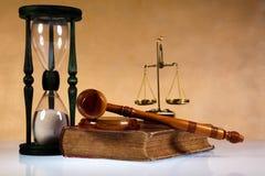 Klubba av domaren, den lagliga koden och våg Arkivfoton