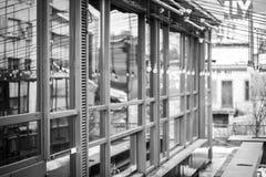Klubbafönster med ljusa refllections Arkivfoto