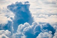Kluby chmury w niebie zdjęcie stock