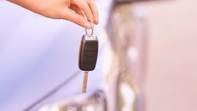 Klucz w samochodzie Przejażdżki instrukcji wypadek Samochód pożyczka plenerowy fotografia stock