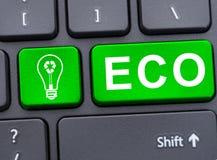 Klucz z eco żarówką na laptop klawiaturze Obrazy Stock