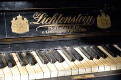 Klucze antyczny pianino w nieruchomości artysta Fotografia Royalty Free