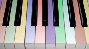 klucze fortepianowi kolorowych Zdjęcia Stock