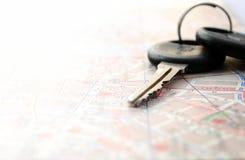 Klucze i mapa zdjęcie royalty free