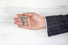 Klucze w biznesmena ` s Fotografia Stock