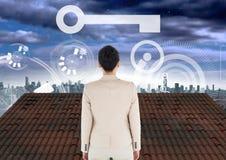 Kluczowa ikona, interfejs i bizneswoman pozycja z miasta niebem na dachu Obraz Royalty Free