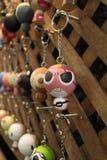 Kluczowy łańcuch przy pamiątkarskim sklepem w Tajlandia handmade obrazy royalty free