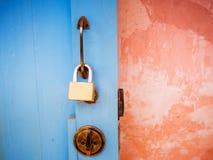 Kluczowy kędziorek na thd drzwi Obrazy Royalty Free