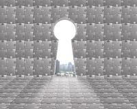 Kluczowy kształta drzwi na łamigłówki ścianie z miasto widokiem outside Zdjęcia Royalty Free