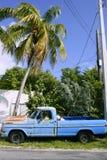 Kluczowy Zachodni rocznik parkował samochód w Południowy Floryda obraz stock