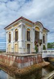 Kluispaviljoen, Peterhof, Rusland Royalty-vrije Stock Foto's