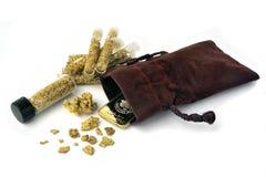Klumpar och guld- guldtacka arkivfoton