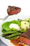 Klumpen des Braten-Rindfleisches mit grünen Bohnen Lizenzfreie Stockbilder