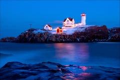 Klumpen-Leuchtturm in Maine During Holiday Season lizenzfreies stockbild