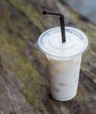 Klumpen mjölkar i exponeringsglaset Arkivbild