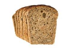 Klumpen und Laib des Brotes mit Rosine schnitten durch Scheiben lizenzfreies stockbild