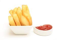 Klumpige Chips und Soße Stockfotos
