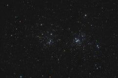 Klunga för Double för NGC 869 och för NGC 884 öppen i Perseus Royaltyfri Foto