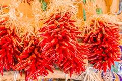 Klungor av röda chili Arkivbilder