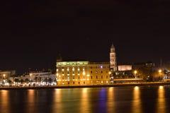 Kluven Kroatiengränsmärke med lång exponeringseffekt Arkivbilder