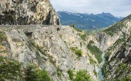 Klyfta de Guil, karakteristisk kanjon i de franska fjällängarna Royaltyfri Bild