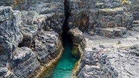 Klyfta med vatten (Lindos, Grekland) Royaltyfri Bild
