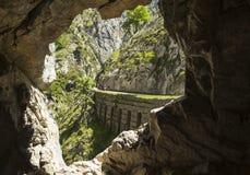 Klyftan av floden att bry sig i Asturias Royaltyfria Bilder