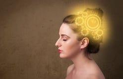 Klyftig flicka som tänker med en maskinhuvudillustration arkivfoton