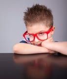 Klyftig nerdy pojke royaltyfri fotografi