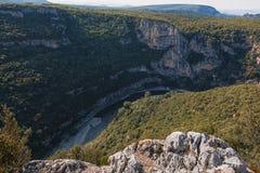 Klyftorna de Ardeche utgöras av en serie av klyftor i floden Ardeche, Frankrike Arkivbild