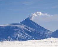 Klyuchevskoi vulkan Arkivfoton