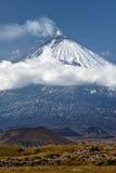 Klyuchevskoivulkaan - actieve vulkaan op Kamchatka Rusland Stock Afbeeldingen