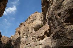 1.2km长的道路(Siq)向Petra城市,约旦 库存照片