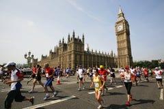 2013, βρετανικός μαραθώνιος 10km Λονδίνο στοκ εικόνες με δικαίωμα ελεύθερης χρήσης