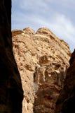 1 2km lange weg (zoals-Siq) aan de stad van Petra, Jordanië Royalty-vrije Stock Afbeeldingen