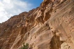 1 2km langer Weg (wie-Siq) zur Stadt von PETRA, Jordanien Stockfotografie