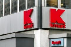 Kmart signage på deras lager royaltyfri bild