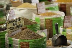 Kminów ziarna przy miejscowego rynkiem Zdjęcie Stock