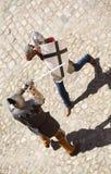 Kämpfen mit zwei Rittern Stockbilder