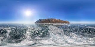 Knäcka på isen av Lake Baikal från Olkhon Sfärisk vr 360 180 grad panorama Arkivbilder