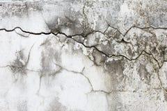 Knäcka textur på gammal väggbakgrund för vitt cement royaltyfri fotografi