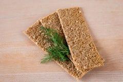 Knäckebrood met dille stock afbeelding