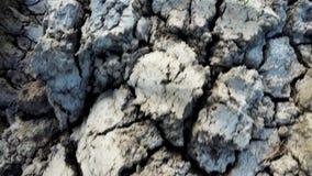 Knäckt torkad yttersida av jorden arkivfilmer