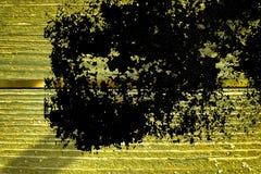 Knäckte träyttersida för ultra gul grunge för designmodell textur- eller mörkerbakgrund Royaltyfria Bilder